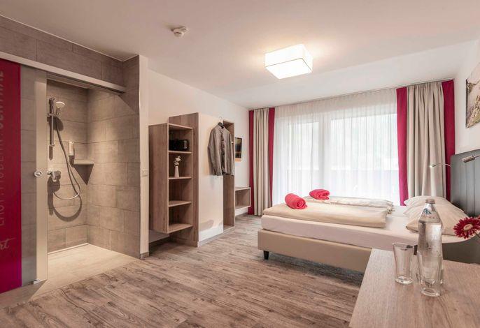 Doppelzimmer smart COMFORT- gemütlich modern mit klarer Linie neu renoviert im Mai 2019. ca. 22qm, Balkon, Boxspringbetten, Begehbare Dusche , getrenntes WC.  Für bis zu 3 Personen geeignet