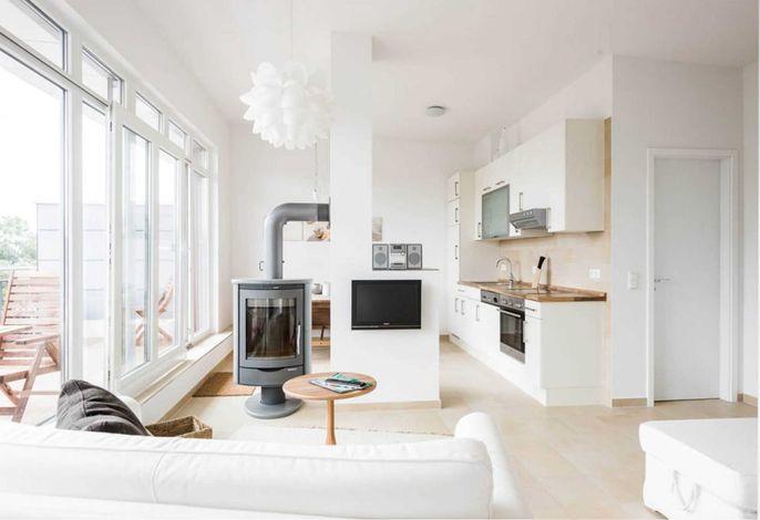 offener Wohn/-und Kochbereich mit Kamin