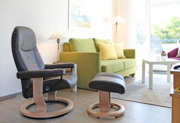 Haffblick Whg. Ha09 - Blick auf den Wohnbereich und den Relax-Sessel