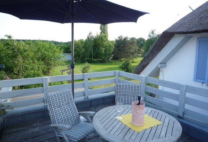 erholen Sie sich auf der schönen Dachterasse mit Ausblick ins Grüne