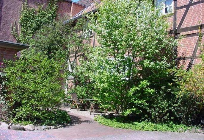 Eingang der Fewo 5 mit Gästeterrasse