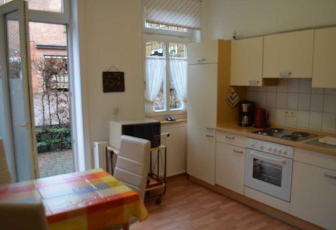 Küche mit Ausgang zur eigenen Terrasse