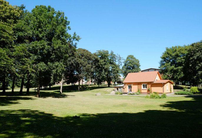 Außenansicht und Schlosspark