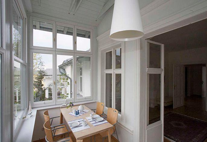 Veranda mit Schiebefenstern