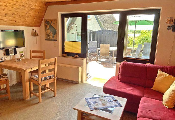 Wohnraum mit Terrasse und Seeblick