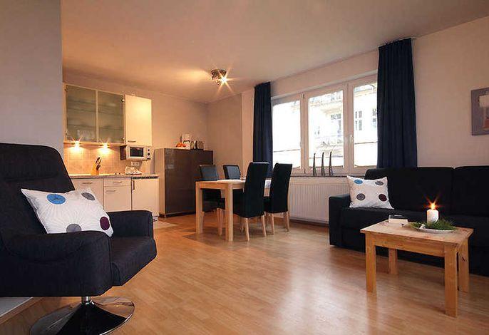 Wohnzimmer mit Küchenzeile Whg. 1