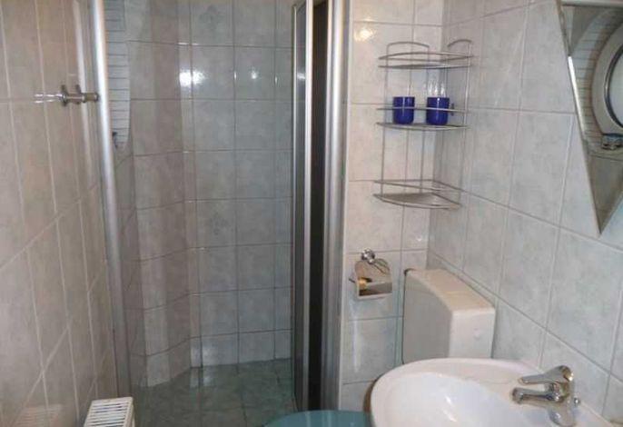 Badekabine mit Dusche im Erdgeschoß (Falttür)
