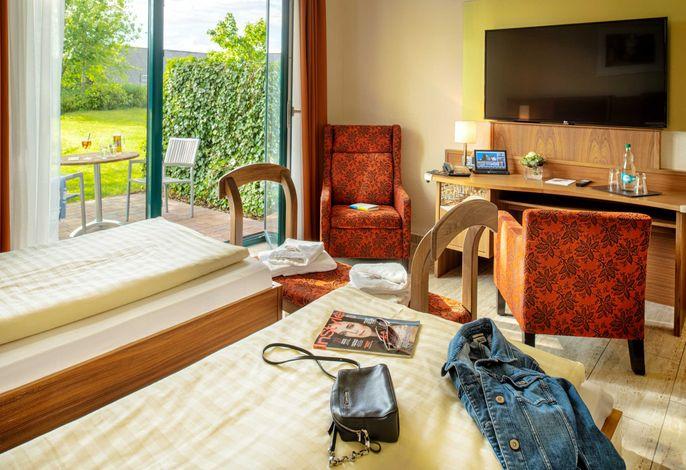 Zimmer mit Terrasse und Gartenblick