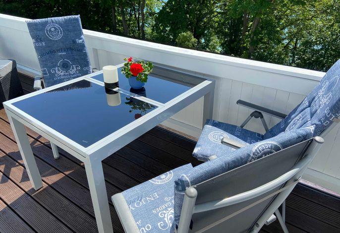 Ein leckeres Frühstück auf dem sonnigen Balkon geniessen - ein perfekter Start in den Tag