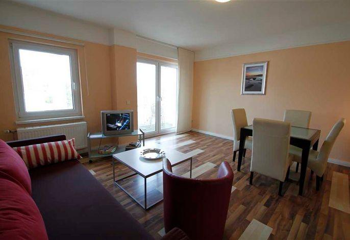 Typ 1, Wohnzimmer mit Zugang zum Südbalkon