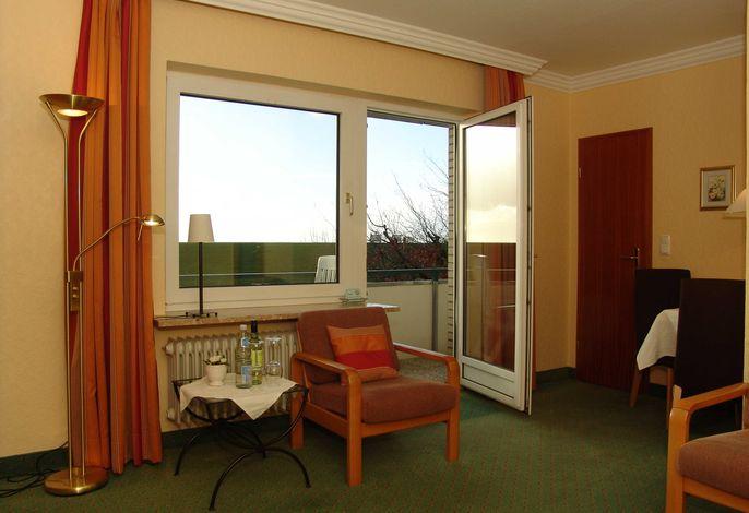 Wohnzimmer mit Blick über den Deich
