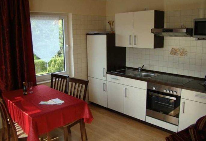 Küchenzeile mit Einbauherd und Geschirrspüler