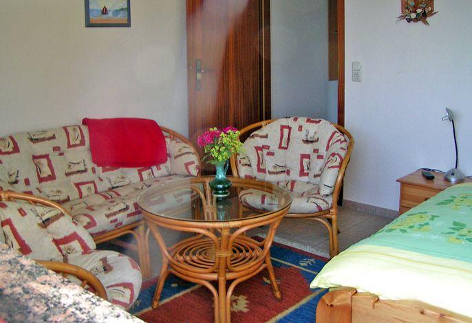Wohn-Schlafraum mit Sitzecke