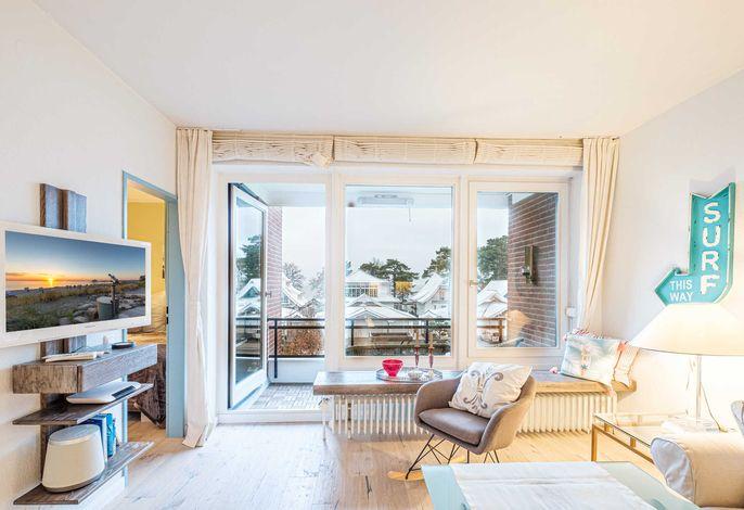 Blick in das helle moderne Wohnzimmer