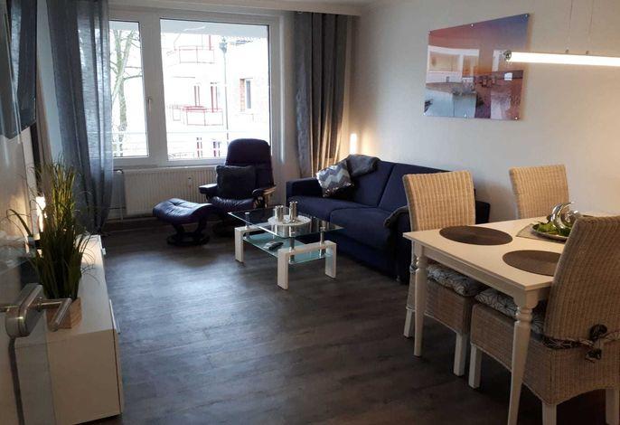Wohnzimmer Sofa dient als Schlafmöglichkeit für die 3. und 4. Person