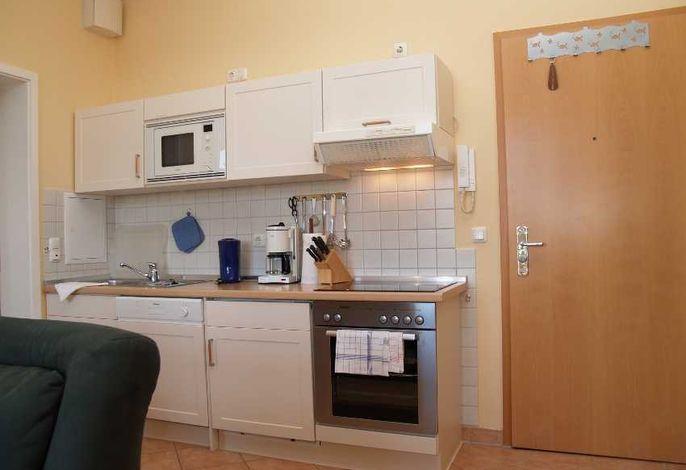 Küche mit Mikrowelle, Geschirrspüler
