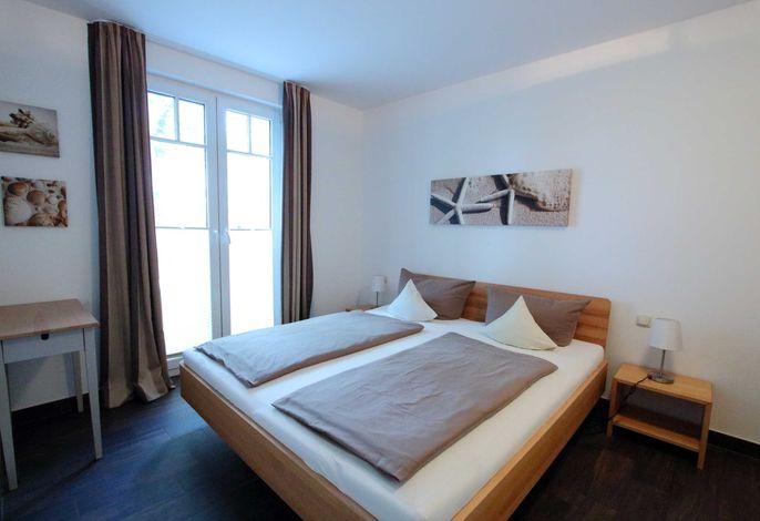 Schlafzimmer mit Doppelbett 180 x 200 cm