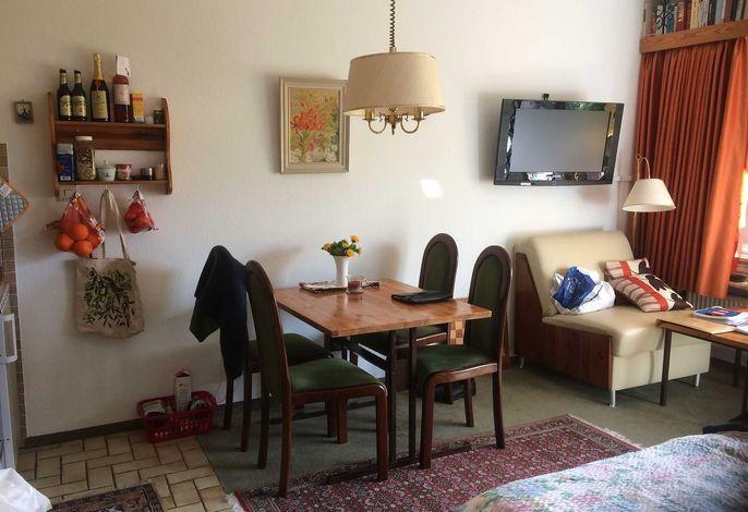 Kombi. Wohn-/Schlafzimmer mit Küchenzeile und Schrankbetten