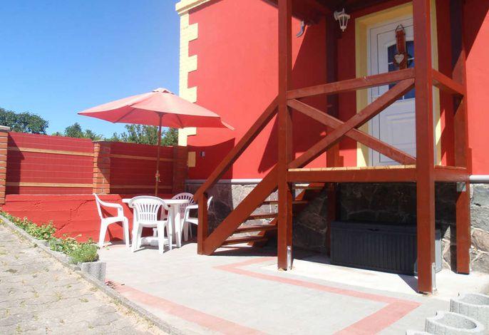 Eingang mit separatem Grillplatz