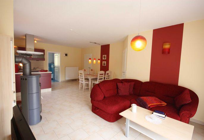 Wohnzimmer mit Echtholzkamin (Aufpreis)