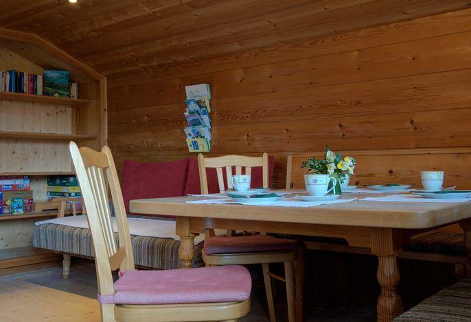 Ferienwohnung Fleischhackerhof - Wohnzimmer mit Balkon