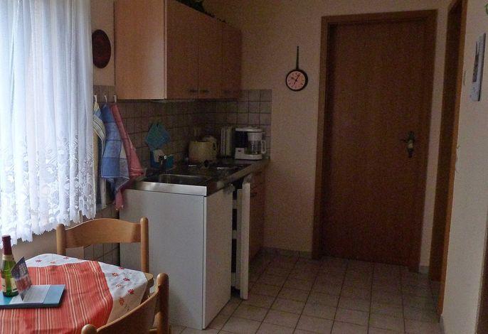 FeWo 1 - Blick vom Wohnraum zur Schlafzimmertür