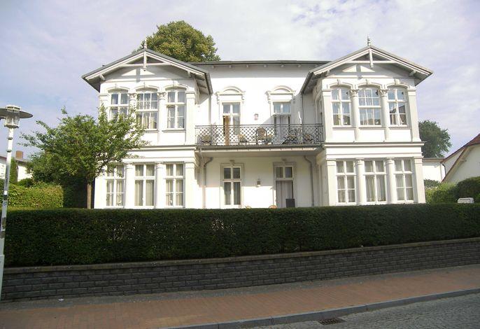 Villa Baroni **nur 200m vom Ostseestrand entfernt**