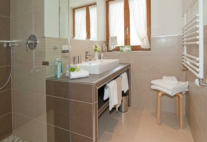 Bad mit Dusche und WC Bayersäge
