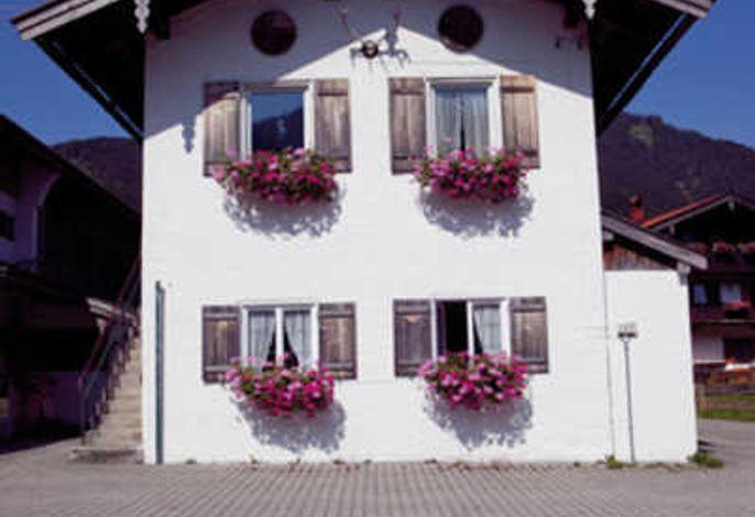 Wohnung Hirschberg liegt im EG des kleinen Nebenhäuschens