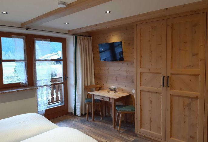 neu renoviert - Doppelzimmer 4 mit Wallbergblick und Morgensonne / Ostbalkon