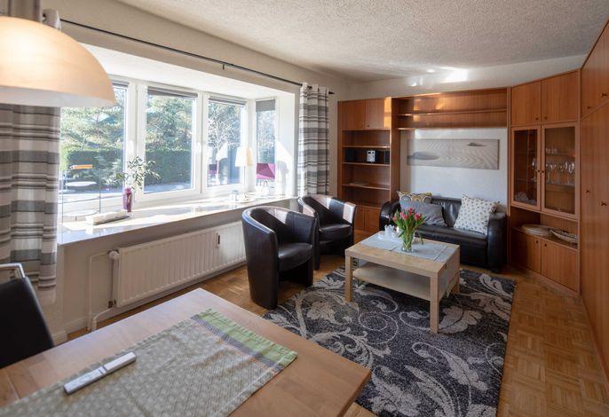 Wohnzimmer mit Schrankbett