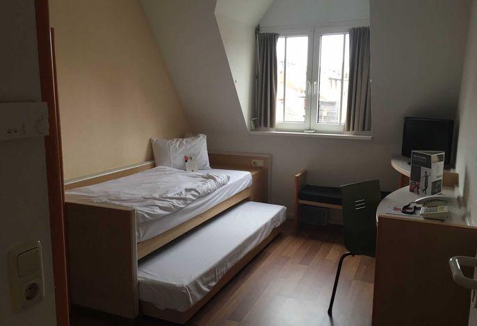 barrierefreies Einzelzimmer mit zusätzlichem Ausziehbett