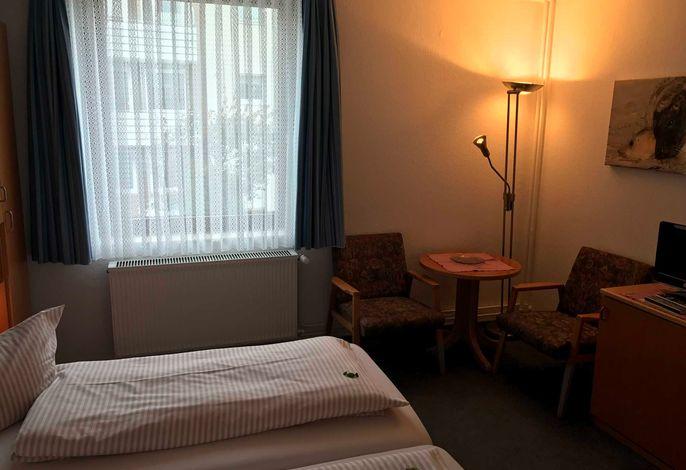 Doppelzimmer zur Gartenseite: