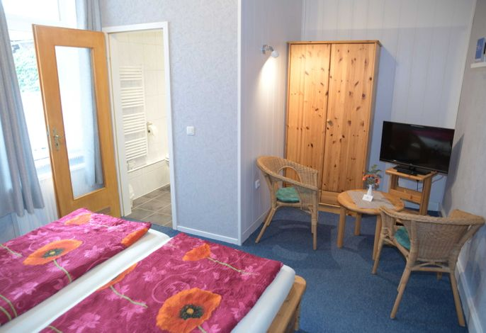Familienzimmer  4 Blick in vorderes Zimmer