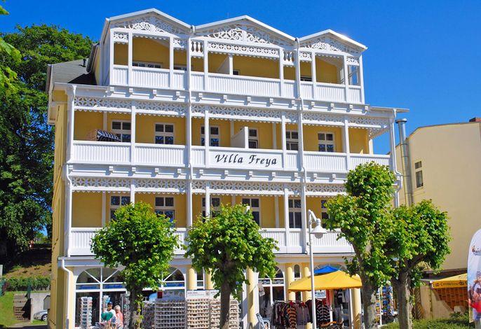 Villa Freya F549 WG 4 im 2. OG mit Balkon mit Strandkorb