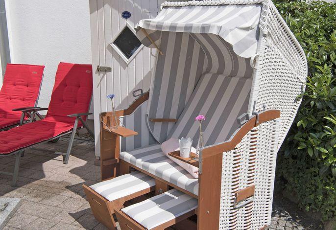 Villa Li F 546 WG 01 im EG mit Strandkorb auf Terrasse