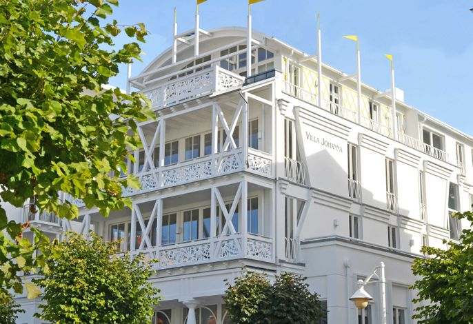 Villa Johanna -F593   WG 12 im 2.OG mit Kamin + Balkonen