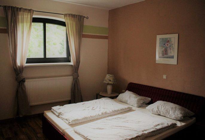 Bsp.Foto Zimmer 9  ist mit einem französischem Bett (140cm) ausgestattet