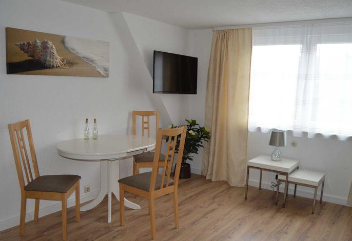 Esstisch mit 3 Stühlen im Wohnraum