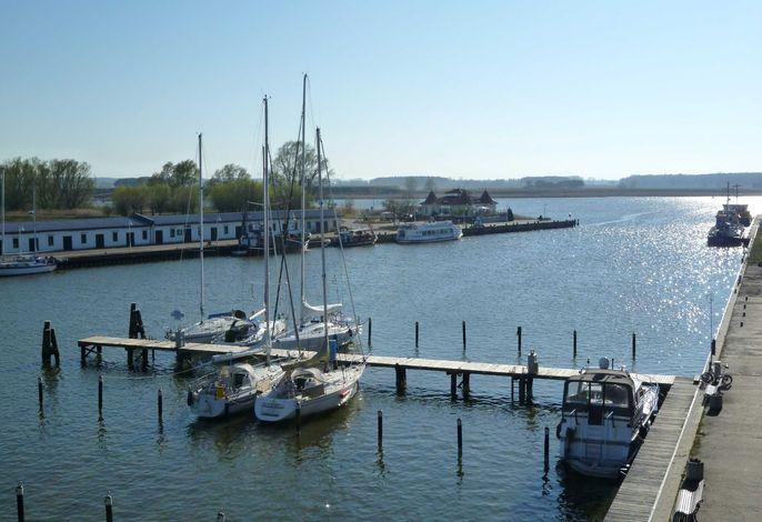 FEWO Yachthafenidyll, direkte Wasserlage, 2 Schlafz.