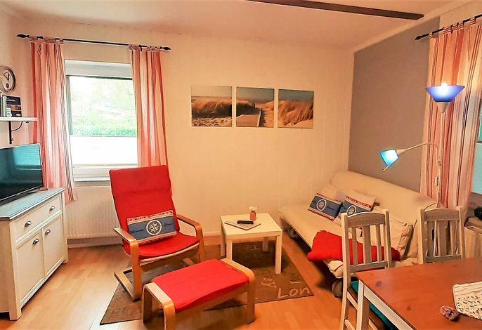 Wohnbereich mit ausklappbarem Sofa