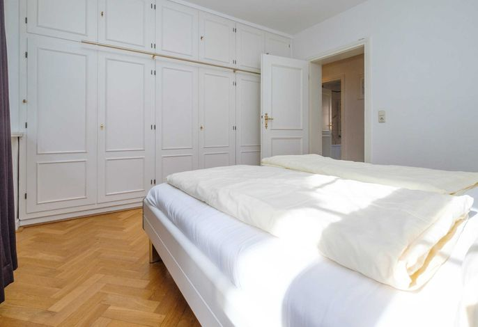 Großer Wandschrank im Schlafzimmer I
