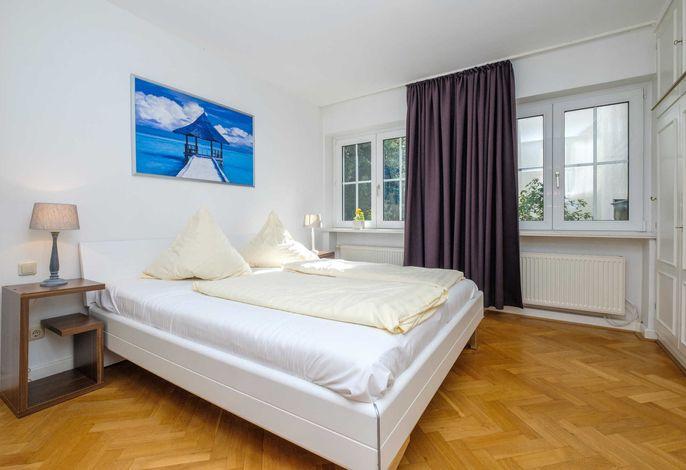 Schlafzimmer I mit komfortablem Doppelbett