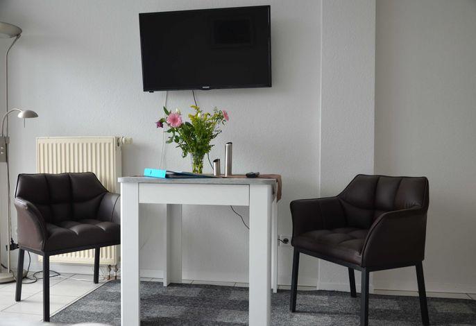 Sitzbereich und TV
