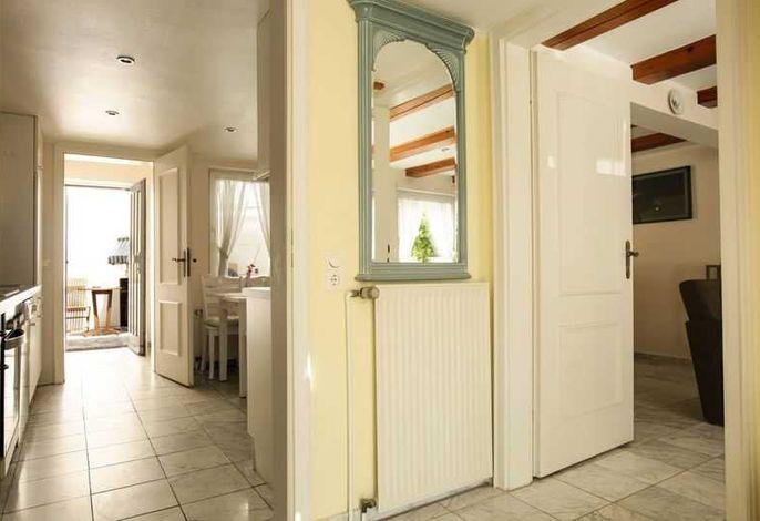 Eingangsbereich; re geht´s ins Wohnzi. geradeaus in die Küche und zum Strandausgang