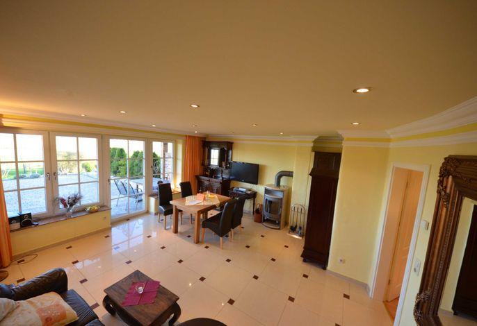 8a Sonnenkliff Eg Wohnzimmer mit Kamin