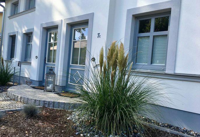 NEU: Ferienhaus mit Kamin, 2 Bäder, 2 SZ - am Wasser