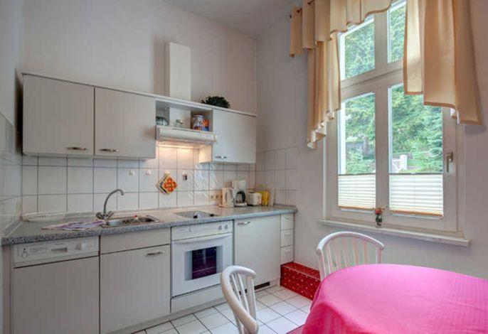 Küchenzeile und Esstisch (Wohnung 4)
