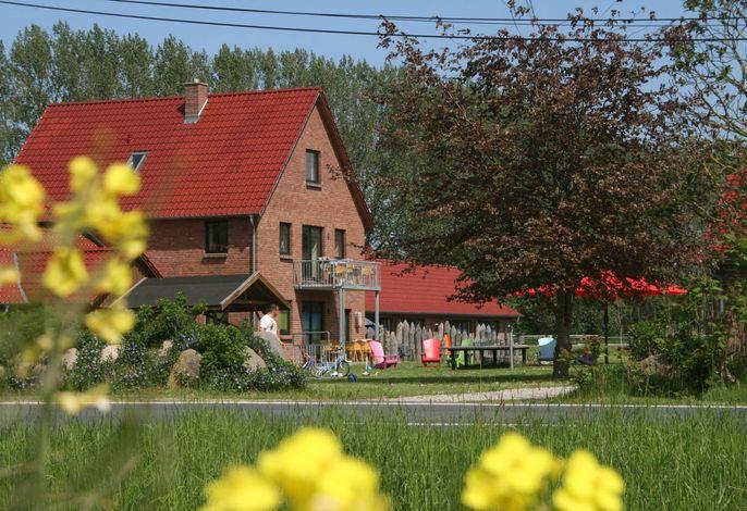 Ferienhof Ostseeland Rerik XL-7 Raum Ferienhaus mit Terrasse und Balkon
