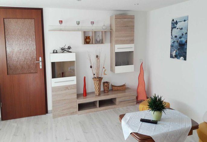 Wohnzimmer mit Flachbild- TV